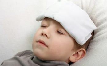 cách hạ sốt cho trẻ bị viêm họng