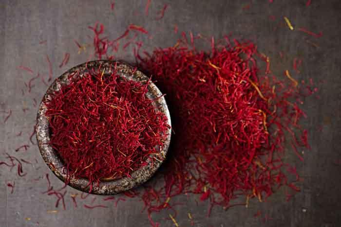 Những Lưu ý và triệu chứng khi dùng Saffron