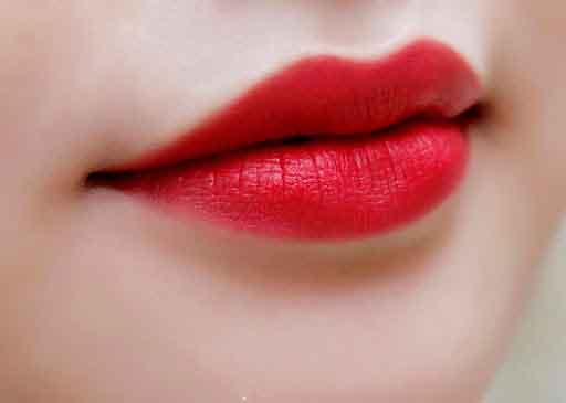 Son môi màu đỏ tươi